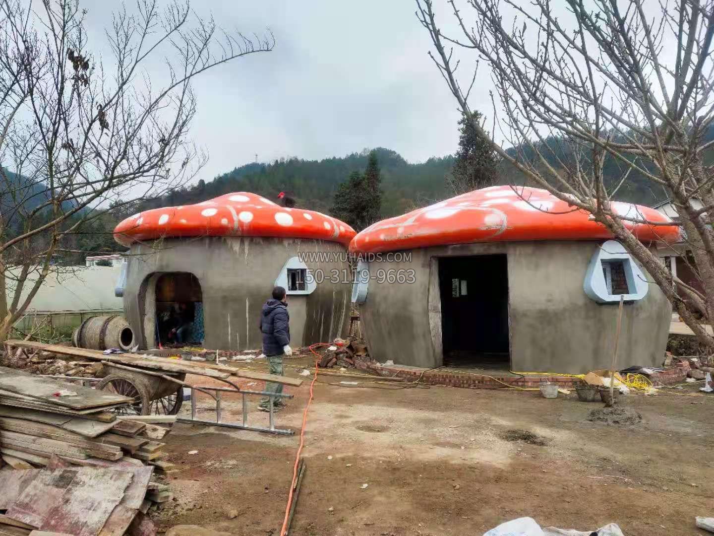玻璃钢仿真卡通蘑菇屋顶安装效果