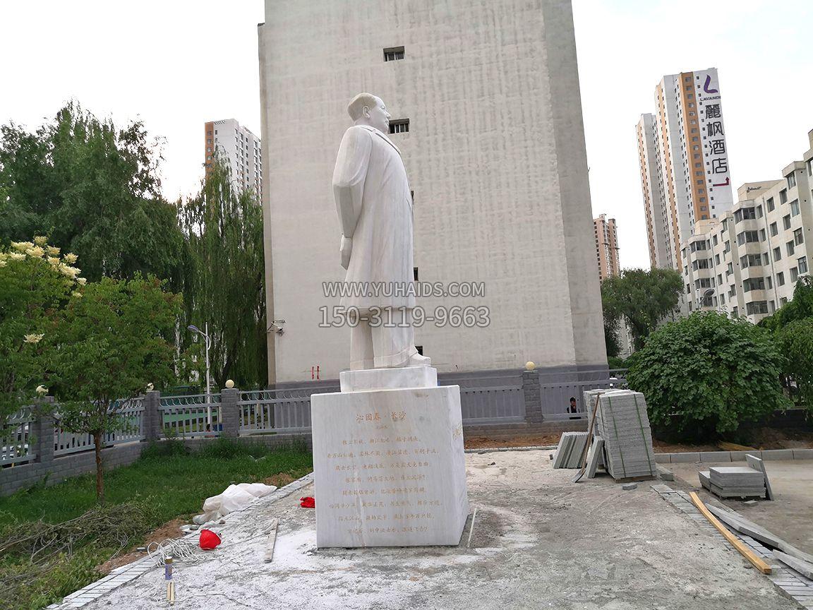青海石油博物馆,汉白玉毛主席石雕像,侧视效果