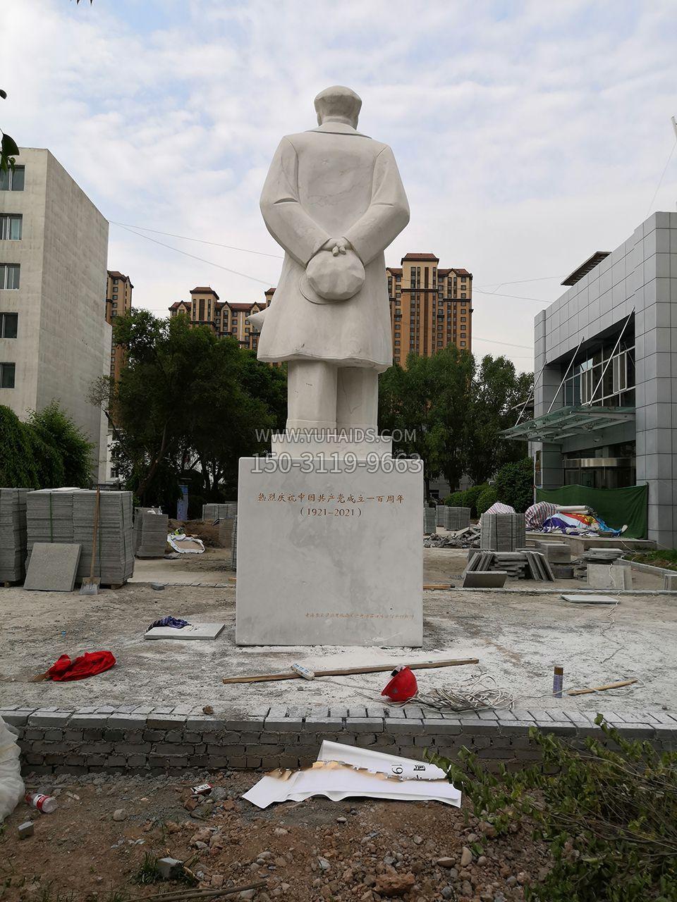 青海西宁石油博物馆-主席石雕像-后视效果