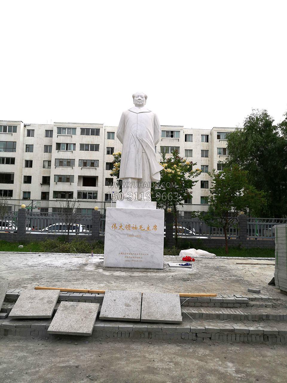 青海西宁石油博物馆毛主席汉白玉石雕伟人像